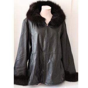 Leather coat with Fox fur trim black size XL